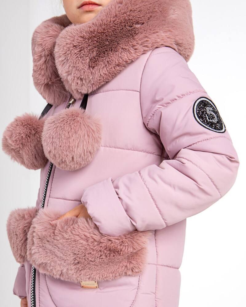 Зимова куртка з помпонами.